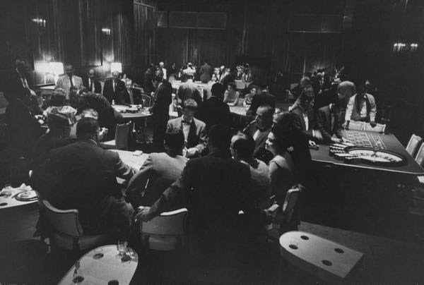 Professional Gamblers - 670700
